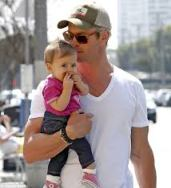 chris hemsworth and tot